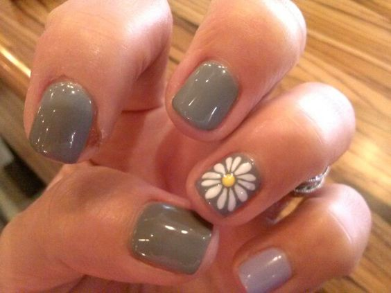 Grey with a Daisy Accent Nail