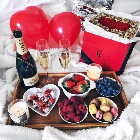 Berries & Champagne #valentines #breakfast